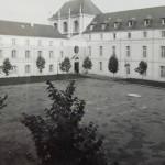 Au lycée de Saint-Cyr, le colonel part, les «tradis» restent