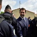 Répondant au député Éric Ciotti qui a déclaré au ministre qu'il devait «300 millions d'heures supplémentaires» aux policiers vu le contexte des attentats et de la crise migratoire, Christophe Castaner a répondu qu'il ne leur devait rien.